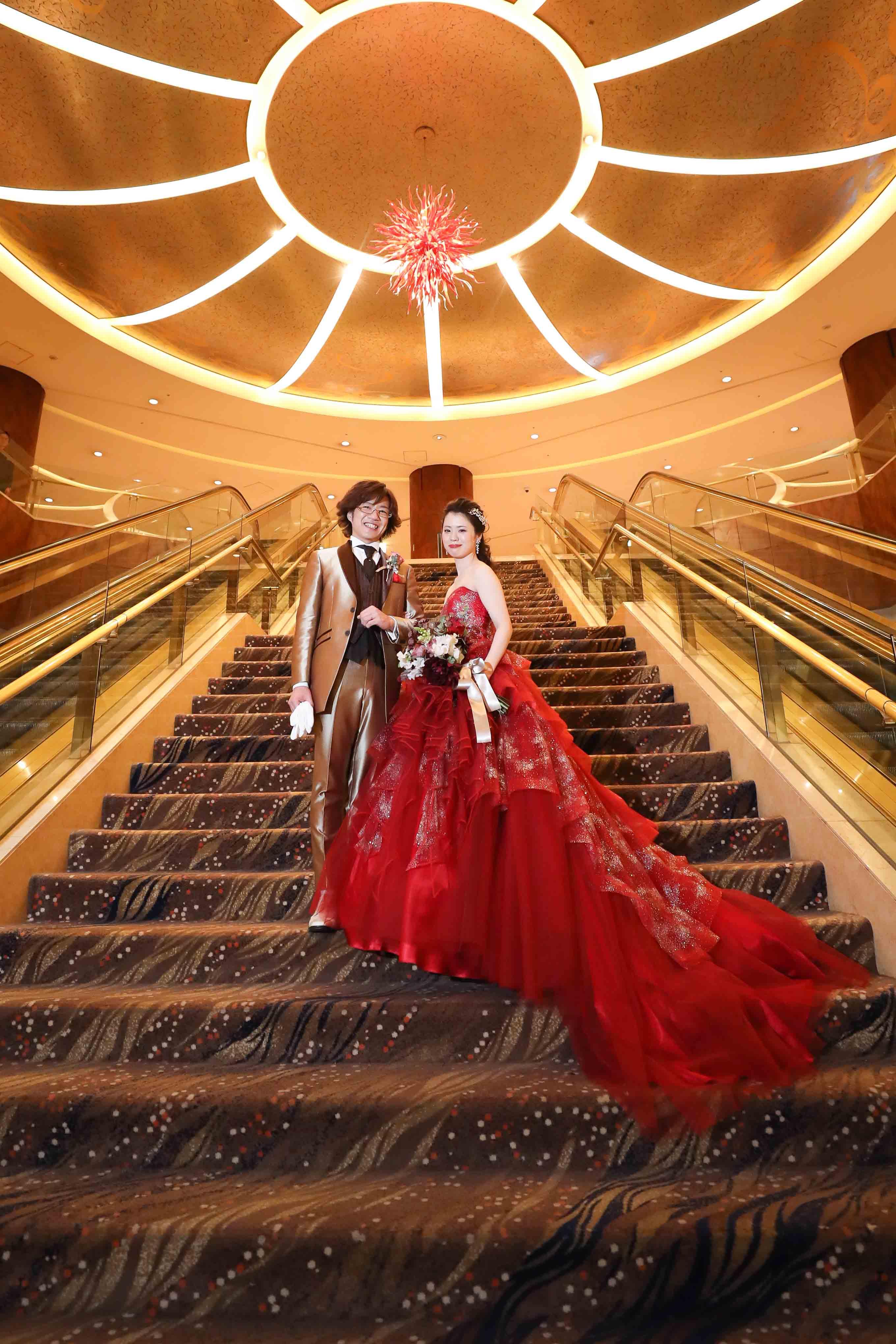 ANホテル結婚式で赤いドレスでお色直し