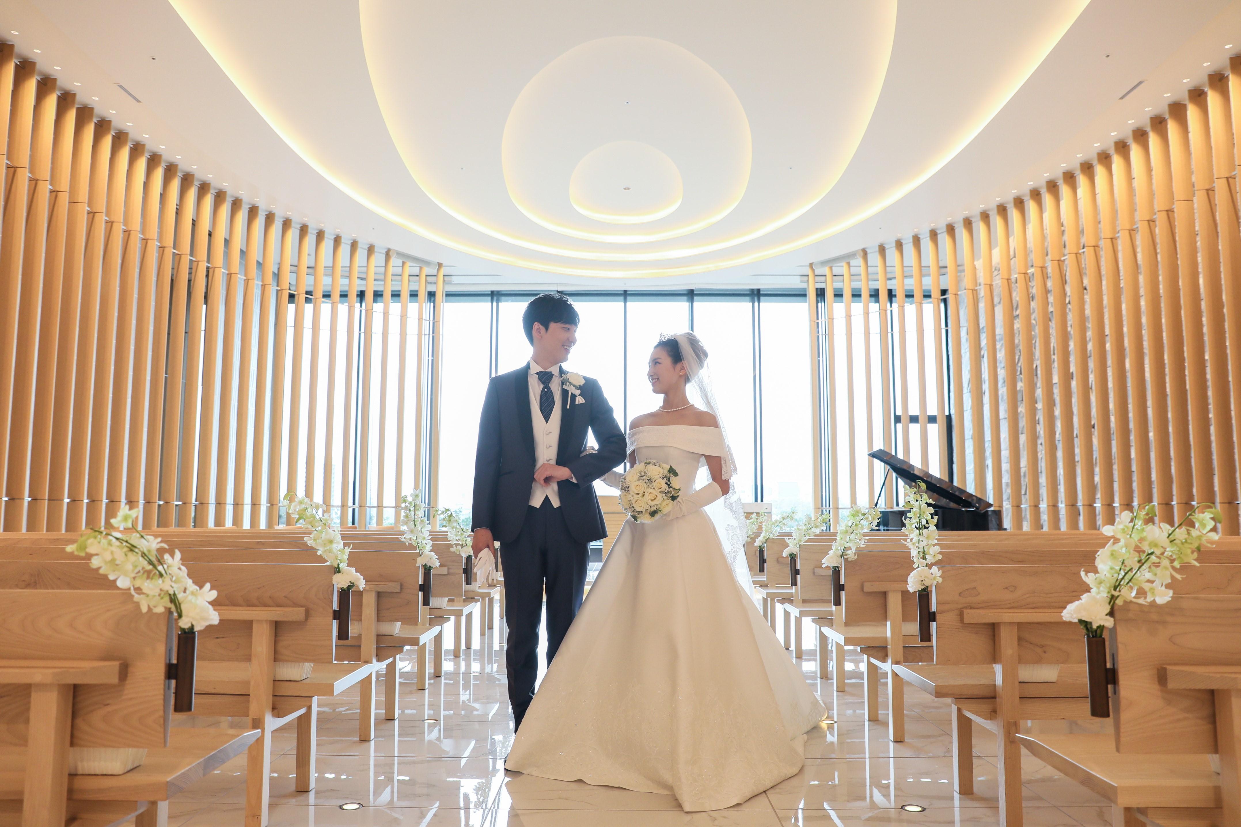 東京會舘のチャペルに似合うクラシカルなウェディングドレス