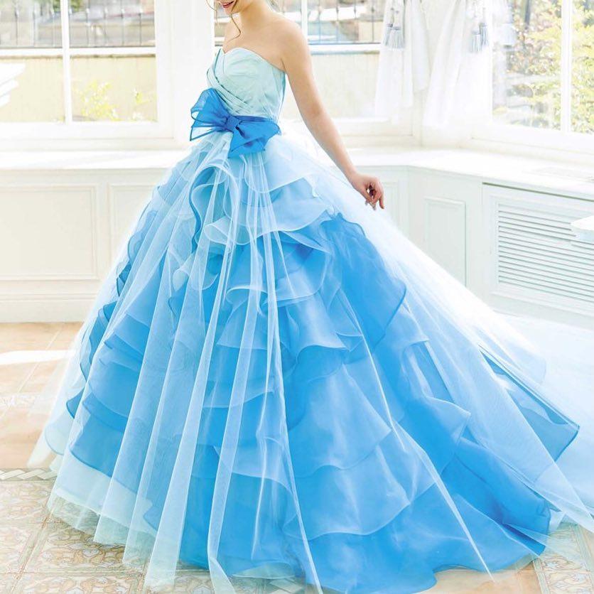 .鮮やかなブルーの上から、透き通るホワイトチュールが可愛らしい、カラードレス.こちらのドレスの試着にはお取り寄せが必要ですので、事前のご予約をお願い致します(๑・̑◡・̑๑).#ブライダルヒロ #bridalhiro#ウェディングドレス#カラードレス#カラードレス試着#カラードレスレンタル#カラードレス迷子#ブライダル#ドレスレンタル#貸衣装#ドレスショップ#プレ花嫁#全国のプレ花嫁さんと繋がりたい #お色直し#披露宴#結婚式#ブルードレス