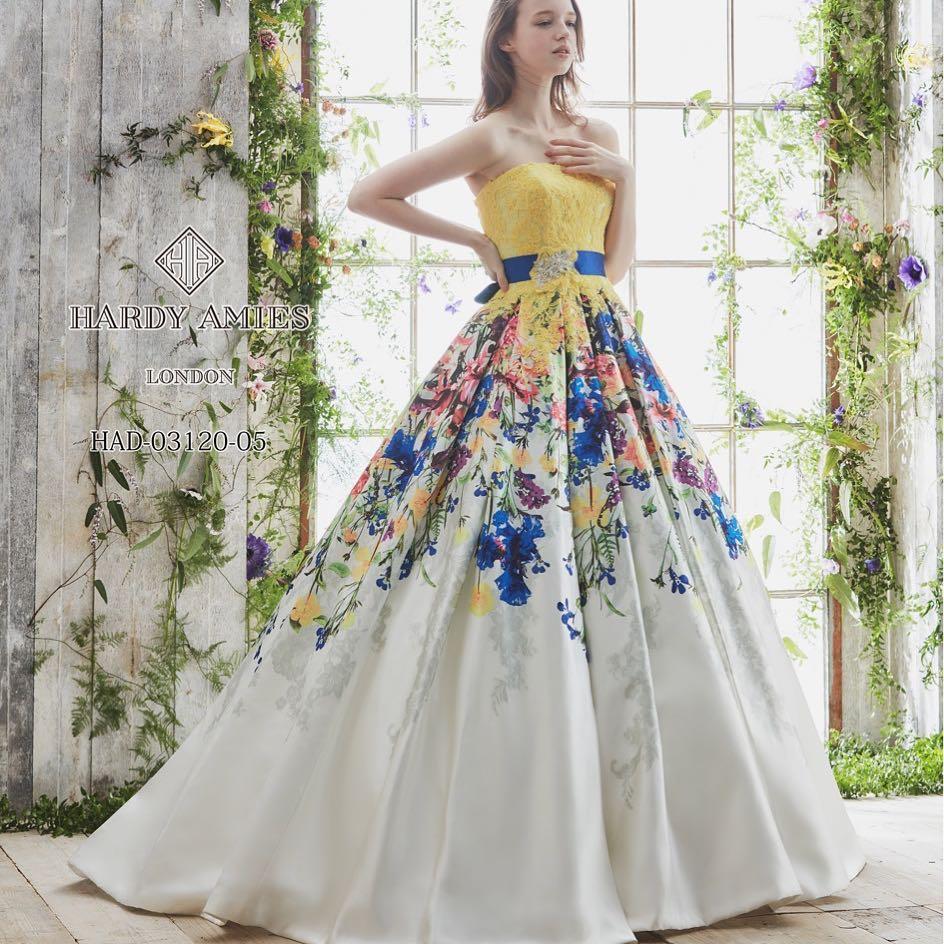 .️新入荷カラードレス️.ブライダルヒロです(๑╹ω╹๑ )イエロー×ブルーの色使いが鮮やかな、上質カラードレスが入荷しました🦋🦋.特にガーデンウェディングにピッタリな、お花が美しいデザインになっています季節を問わず着られるのも魅力的です.#ブライダルヒロ #カラードレス#カラードレスレンタル#カラードレス試着#カラードレス迷子#イエロードレス#花柄ドレス#ガーデンウェディング#ウェディングドレス#お色直し#結婚式#披露宴#hardyamies#全国のプレ花嫁さんと繋がりたい #プレ花嫁