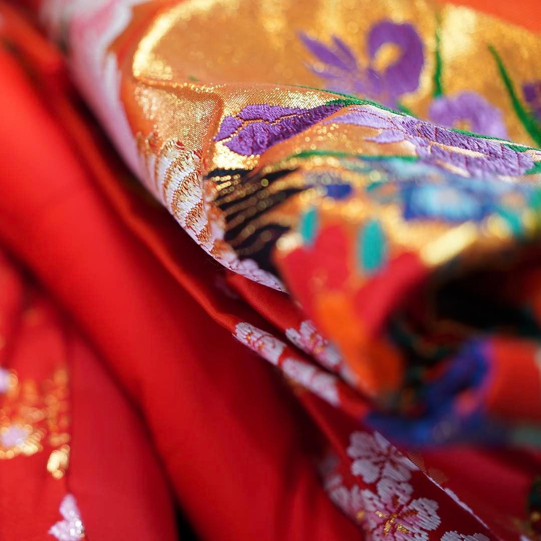 ブライダルヒロです。ブライダルヒロには洋装にくわえ、数多くの和装のお着物を取り揃えております。古典の最高級の素晴らしい白無垢・打掛を是非一度お手に触れて試してみて下さい。和装の美しさ素晴らしさを感じていただける1枚に出会っていただけると思います!#ブライダルヒロ#結婚式#前撮り#和装#和装前撮り#色打掛#和装婚#花嫁衣装#着物レンタル#色打掛レンタル#色打掛試着#紋付袴#紋付袴レンタル #スタジオ撮影#スタジオアーク#プレ花嫁#全国のプレ花嫁さんと繋がりたい#先輩花嫁#先輩花嫁様#kimono #japanesetraditional #japan #tokyo