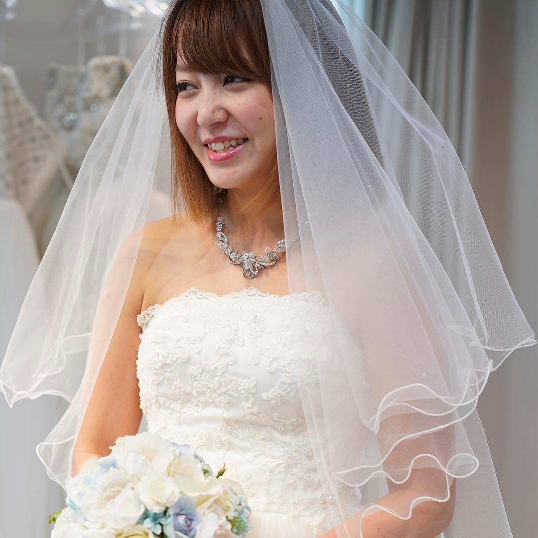 花嫁様の笑顔で幸せに包まれた瞬間です。どこまでも美しく素敵な笑顔でした。7月19日(木)10時よりプロカメラマンによる撮影付き試着会を開催致します。ご予約はお電話またはメールにて承ります♪  #ブライダルヒロ #bridalhiro#ウェディングドレス#ウェディングドレスレンタル #ドレス撮影 #結婚式#ブライダル#プレ花嫁#全国のプレ花嫁さんと繋がりたい#2018冬婚