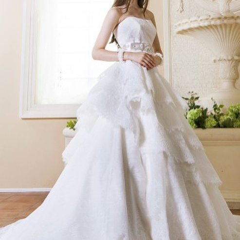 ブライダルヒロです.こちらは繊細なレース生地が美しい、2wayのウェディングドレスですふわふわの生地感がショートケーキのようだとおっしゃってくださった花嫁様もいらっしゃいました.#ブライダルヒロ #bridalhiro#ウェディングドレス#ウェディングドレス試着#ウェディングドレスレンタル#ドレス迷子#ブライダル#ドレスレンタル#貸衣装#ドレスショップ#プレ花嫁#全国のプレ花嫁さんと繋がりたい #披露宴#結婚式#2way#2wayドレス #大人花嫁#東京都目黒区