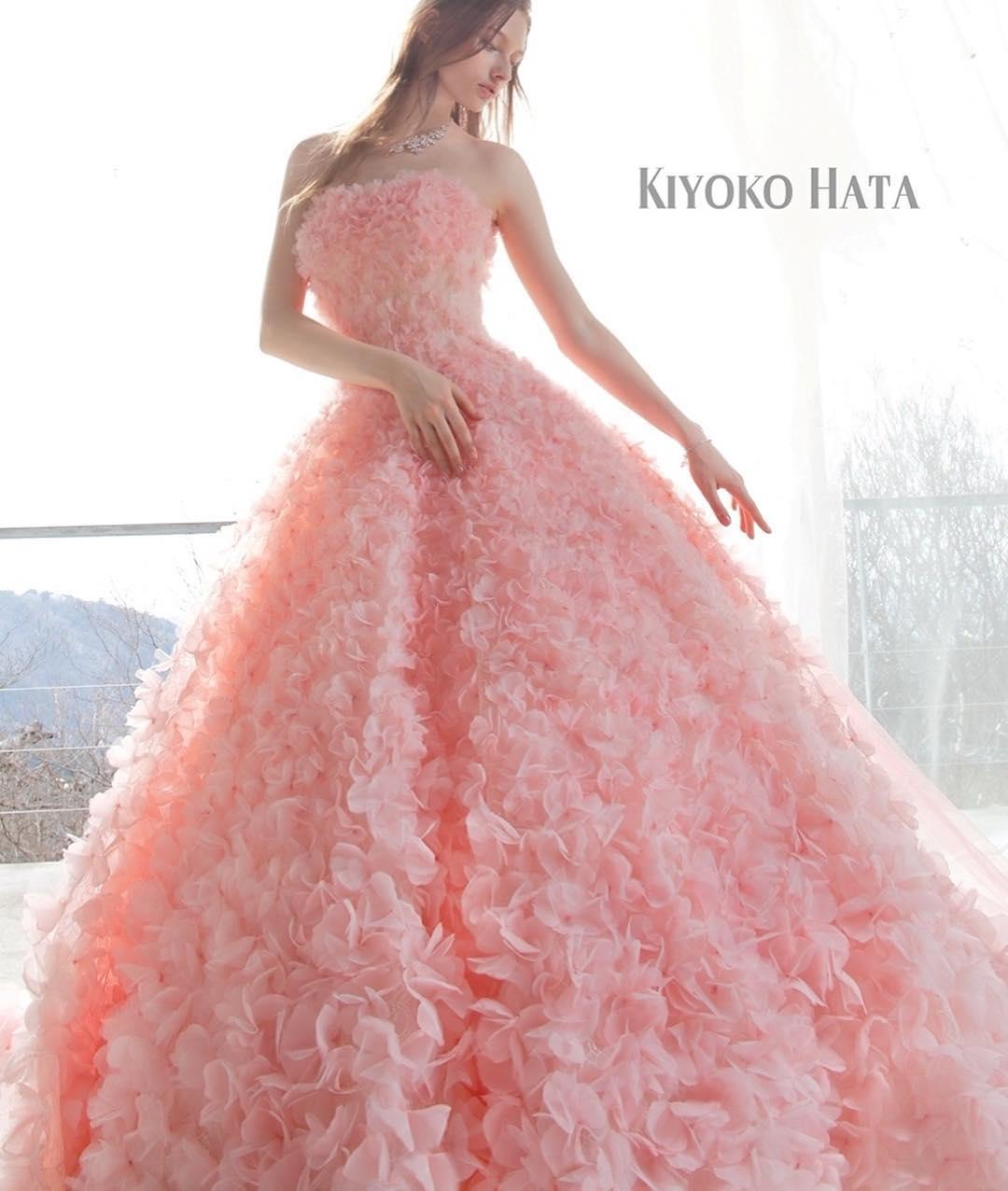 ブライダルヒロです☪️新しいカラードレスのご紹介です♪♪人気ブランド#キヨコハタ のピンクドレスですが、花びらが全面についたようなお洒落な一着.試着来店お気軽にどうぞ(*^_^*)平日も休日も試着数に制限なく、お好きなだけ試着できます.#ブライダルヒロ#bridalhiro #ウェディングドレス#カラードレス#カラードレス試着#カラードレスレンタル#ピンクドレス#kiyokohata  #kiyokohataドレス #キヨコハタドレス #ドレスレンタル#ドレスショップ#ドレス試着#プレ花嫁#全国のプレ花嫁さんと繋がりたい #全国の花嫁さんと繋がりたい#結婚式#披露宴#ブライダル#お色直し#ドレス迷子#ドレス迷子の花嫁さんを救いたい#東京#東京都目黒区