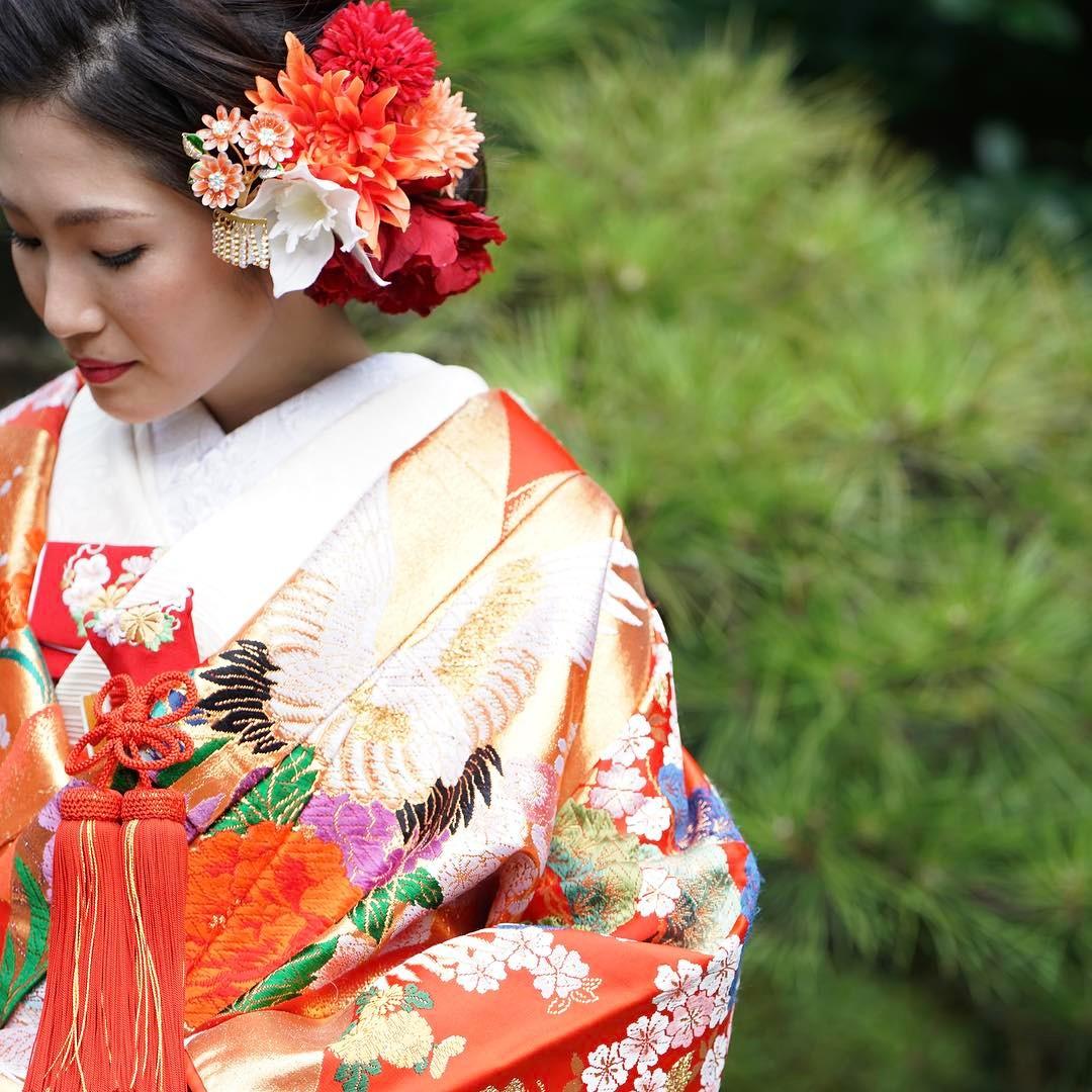 ブライダルヒロでは3000着以上の和装を取り揃えております。白無垢、色打掛をはじめとし、着物の美しさを是非お手にとってご覧ください。和装ヘアを含めトータルコーディネートにて艶やかな和装のご提案をさせていただきます。#ブライダルヒロ#結婚式#前撮り#和装#和装前撮り#色打掛#和装婚#花嫁衣装#着物レンタル#色打掛レンタル#色打掛試着#紋付袴#紋付袴レンタル #スタジオ撮影#プレ花嫁#全国のプレ花嫁さんと繋がりたい#先輩花嫁#先輩花嫁様#kimono #japanesetraditional #japan #tokyo