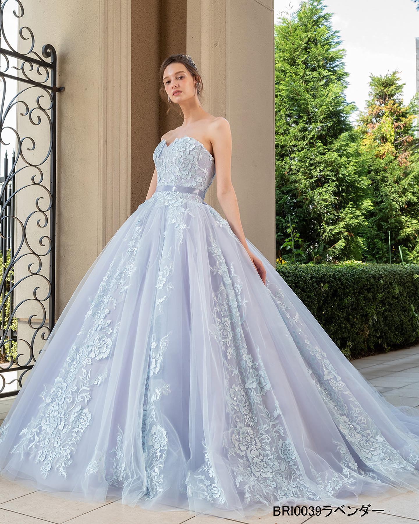 ・本日は人気の#カラードレス をご紹介・ラベンダーのカットワークレースがチュールに美しく映える爽やかな印象のカラードレス・シースルーのブラウスが大人可愛さを演出これからの季節にピッタリのお色味ぜひご試着下さいませお色違いでブルーのご用意もございます・カラードレス【Brilliantayu】ブリリアンターユレンタル料金¥220000-・#wedding #weddingdress #bridalhiro #ウェディングドレス #プレ花嫁 #ドレス試着 #2021夏婚 #2021冬婚 #ヘアメイク #結婚式  #ドレス選び #前撮り #後撮り #フォトウェディング #ウェディングヘア  #フォト婚 #前撮り写真 #ブライダルフォト #カップルフォト #ウェディングドレス探し #ウェディングドレス試着 #レンタルドレス #ドレスショップ #家族婚 #ブライダルヒロ #ゼクシィ #プリンセスライン #ドレス迷子
