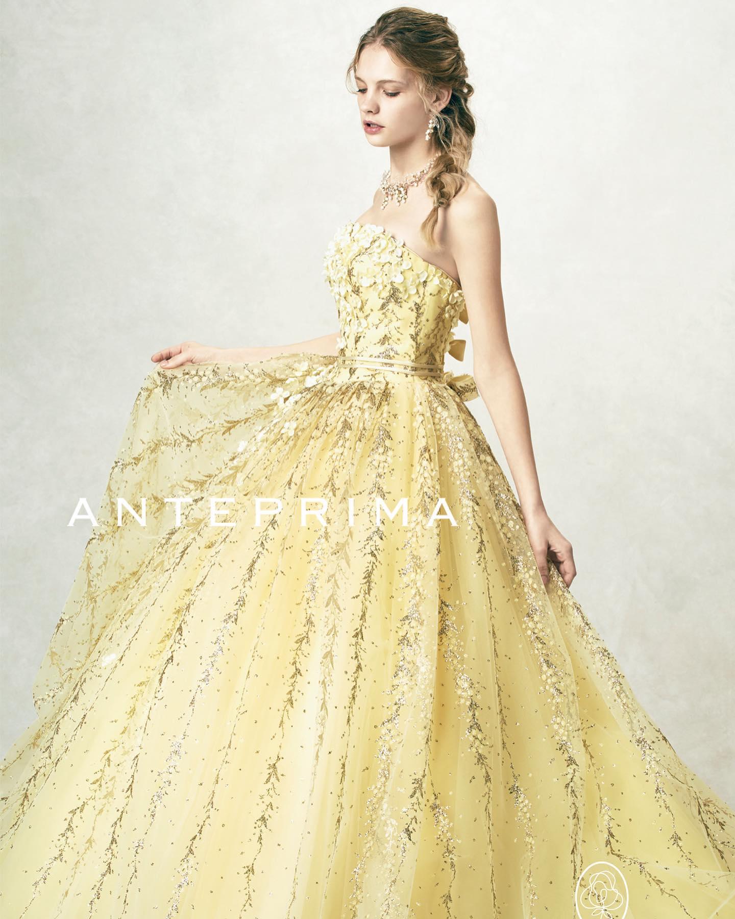 ・本日はカラードレスのご紹介・スズランをベースに作り上げた2色のグリッターチュールは、はっきりしたゴールド使いで甘さを演出人気のシルエットにリボンが華やかさをプラスしてくれます・この季節にピッタリのカラードレスぜひご試着してみて下さい🥰・ANTEPREMA(アンテプリマ)ANT0175レンタル料金¥220,000・#wedding #weddingdress #bridalhiro #kiyokohata #anteprema#ウェディングドレス #プレ花嫁 #ドレス試着 #2021冬婚 #ヘアメイク #結婚式  #ドレス選び #前撮り #フォトウェディング #ウェディングヘア  #フォト婚 #前撮り写真 #ブライダルフォト #カップルフォト #ウェディングドレス探し #ウェディングドレス試着 #レンタルドレス #ドレスショップ #ブライダルヒロ #ゼクシィ #プリンセスライン #ドレス迷子 #キヨコハタ #キヨコハタドレス #アンテプリマ