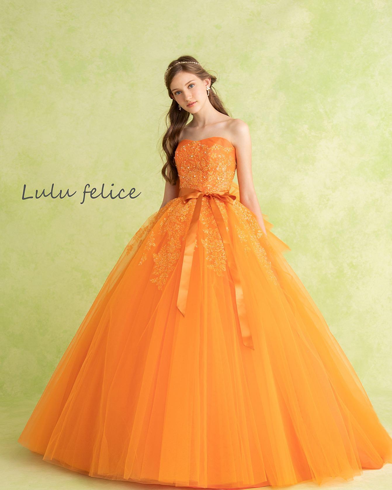 """本日はLuLu felice(ルル フェリーチェ)のカラードレスをご紹介・妖精のようにグリッターが輝く永遠の""""felice ~幸せ~""""の願いを込めたブランド🧚♂️・可愛らしく華やかなオレンジ色が花嫁様を幸せな気持ちで包み込み、見る人を魅了します🧡キラキラのグリッターが施されたふんわりとしたチュールのスカートがcute・夏にピッタリの一着ですねご予約お待ちしております・【LuLu felice】CD0329LU-0044レンタル価格:¥220,000・#wedding #weddingdress #bridalhiro  #lulufelice#ウェディングドレス #プレ花嫁 #ドレス試着 #2021夏婚 #2021冬婚 #ヘアメイク #結婚式  #ドレス選び #前撮り #後撮り #フォトウェディング #ウェディングヘア  #フォト婚 #前撮り写真 #ブライダルフォト #カップルフォト #ウェディングドレス探し #ウェディングドレス試着 #レンタルドレス #ドレスショップ #家族婚 #ブライダルヒロ #ゼクシィ #プリンセスライン #ドレス迷子 #ルルフェリーチェ"""