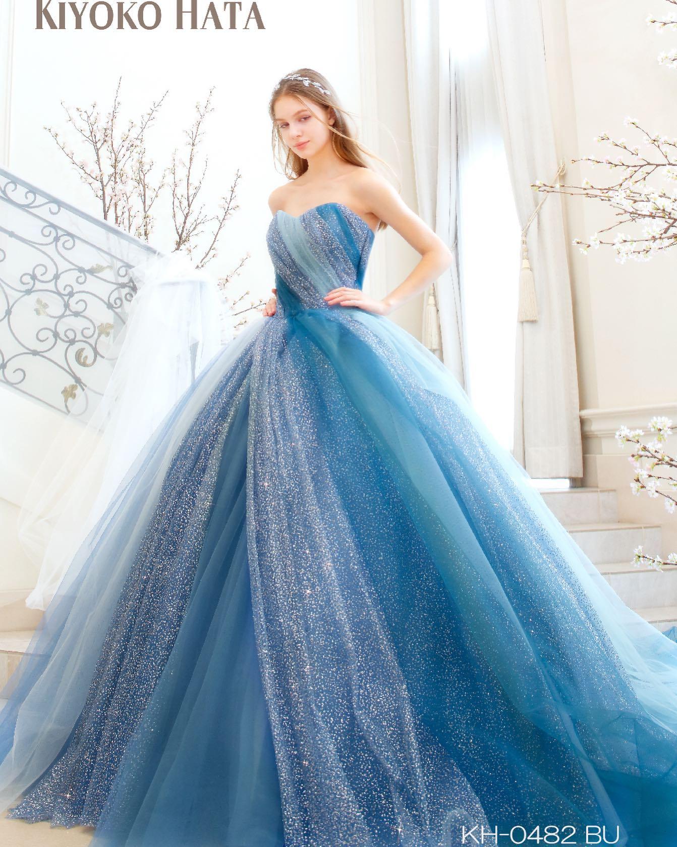 入荷予定ドレスのお知らせ🕊・大人気の#キヨコハタ の入荷予定ドレスです・左胸から右スカート裾へとアシメトリーに流れる螺旋のシルエットが抜群にウエストの細見せ、足長見せのスタイルアップ効果ドレス・多色のチュールをグラデーションに使用し、照明によりどの角度から見てもさまざまな表情を見せてくれるドレスです・先日ご紹介させていただいたラベンダーのお色違いとなります・入荷前の為、試着予約に関しては事前にお問い合わせ下さいKH-0482 ブルー・#wedding #weddingdress #bridalhiro #kiyokohata #ウェディングドレス #プレ花嫁 #ドレス試着 #2021冬婚 #ヘアメイク #結婚式  #ドレス選び #前撮り #後撮り #フォトウェディング #ウェディングヘア  #フォト婚 #前撮り写真 #ブライダルフォト #カップルフォト #ウェディングドレス探し #ウェディングドレス試着 #レンタルドレス #ドレスショップ #家族婚 #ブライダルヒロ #ゼクシィ #プリンセスライン #ドレス迷子 #キヨコハタ #キヨコハタドレス