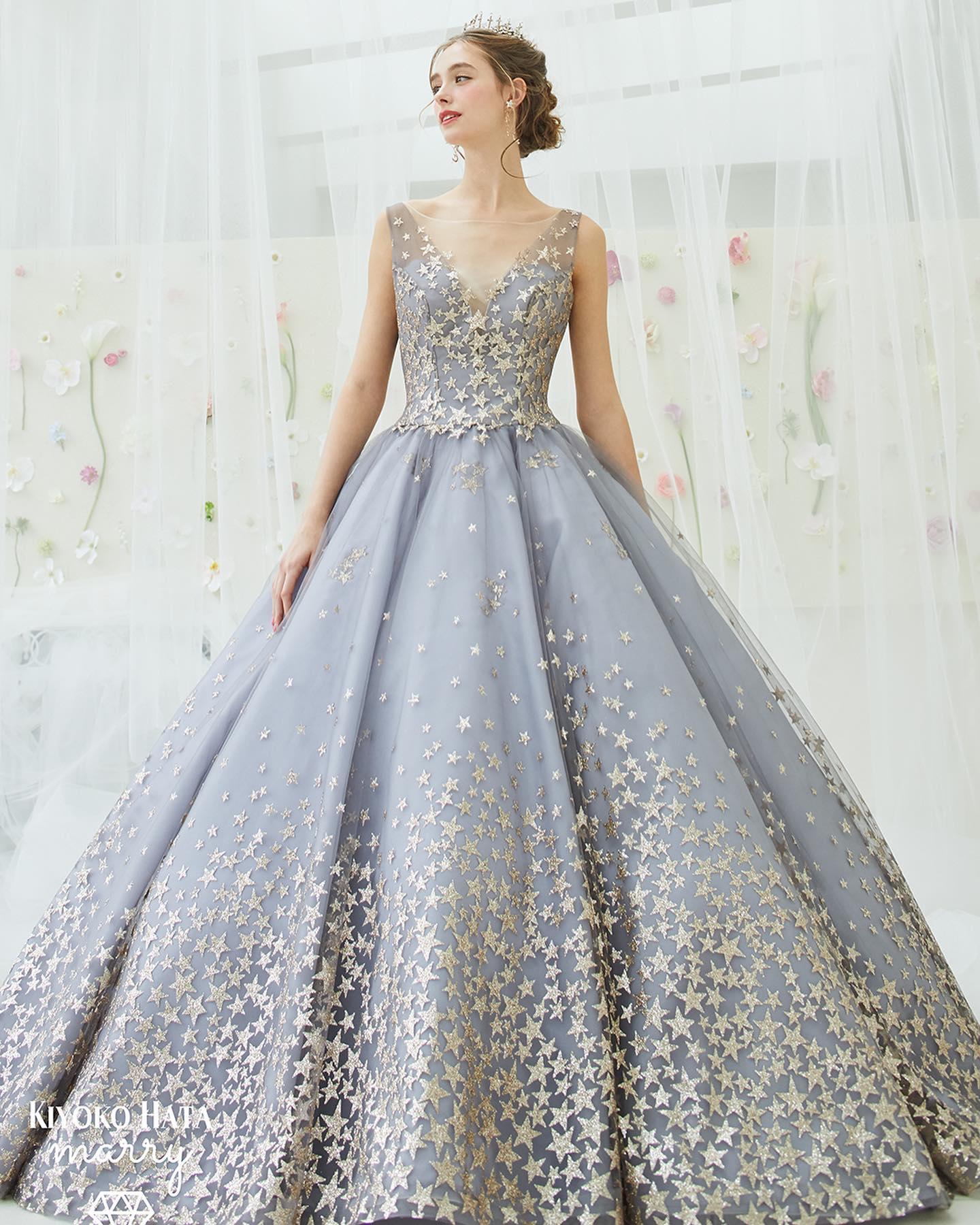 ・今日は【KIYOKO HATA × marry】コラボのカラードレスをご紹介・美しいデコルテラインやインポートブランドのように背中も大きく開いたデザインがスタイリッシュで大人っぽい印象・ドレス全体に散りばめられた星が動くたびにキラキラと輝いてとても華やかなスタードレス・なかなか他にはないデザインなのでぜひ試着してみて下さい・ 【KIYOKO HATA × marry】CD0352KH-0026 Gray スタードレス・#wedding #weddingdress #bridalhiro #kiyokohata #marry#ウェディングドレス #プレ花嫁 #ドレス試着 #2021冬婚 #ヘアメイク #結婚式  #ドレス選び #前撮り #後撮り #フォトウェディング #ウェディングヘア  #フォト婚 #前撮り写真 #ブライダルフォト #ウェディングドレス探し #ウェディングドレス試着 #レンタルドレス #ドレスショップ #ブライダルヒロ #ゼクシィ #プリンセスライン #ドレス迷子 #キヨコハタ #キヨコハタドレス  #スタードレス