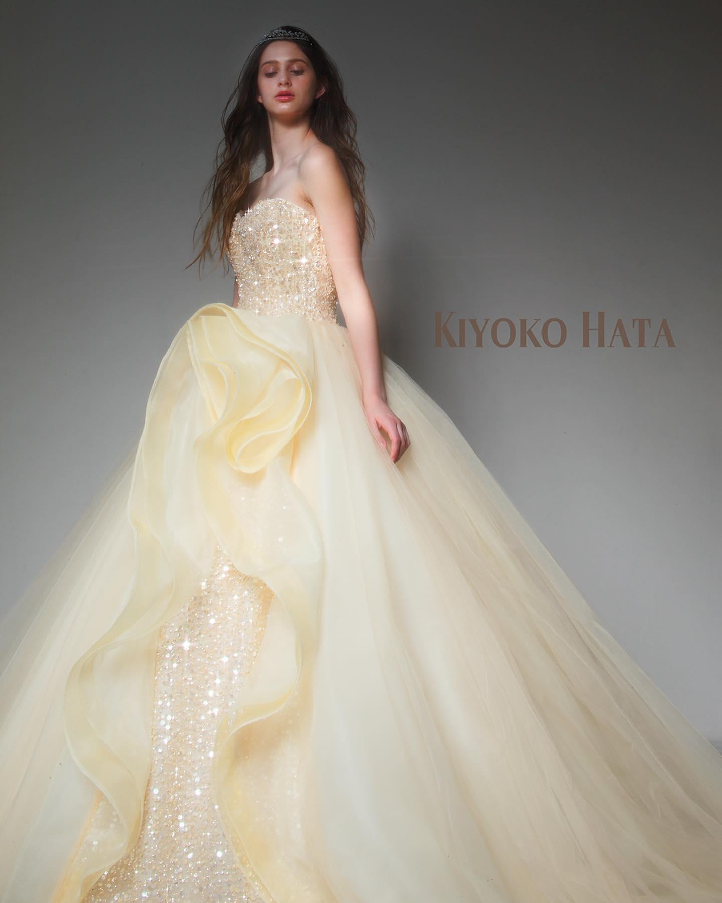 ・今日は大人気のKIYOKO HATA のカラードレスをご紹介・やわらかなイエローの色味とふんわりとしたチュールのスカートが可愛らしさを演出してくれるドレス・スカートの左脇に波打つ美しいフリルと胸元にきらめくスパンコールがひと際目を引く美しい一着です・ご試着いかがでしょうか・ 【KIYOKO HATA】CD0367KH-0460レンタル料金¥220,000・#wedding #weddingdress #bridalhiro #kiyokohata #ウェディングドレス #プレ花嫁 #ドレス試着 #2021冬婚 #ヘアメイク #結婚式  #ドレス選び #前撮り #後撮り #フォトウェディング #ウェディングヘア  #フォト婚 #前撮り写真 #ブライダルフォト #カップルフォト #ウェディングドレス探し #ウェディングドレス試着 #レンタルドレス #ドレスショップ #家族婚 #ブライダルヒロ #ゼクシィ #プリンセスライン #ドレス迷子 #キヨコハタ #キヨコハタドレス