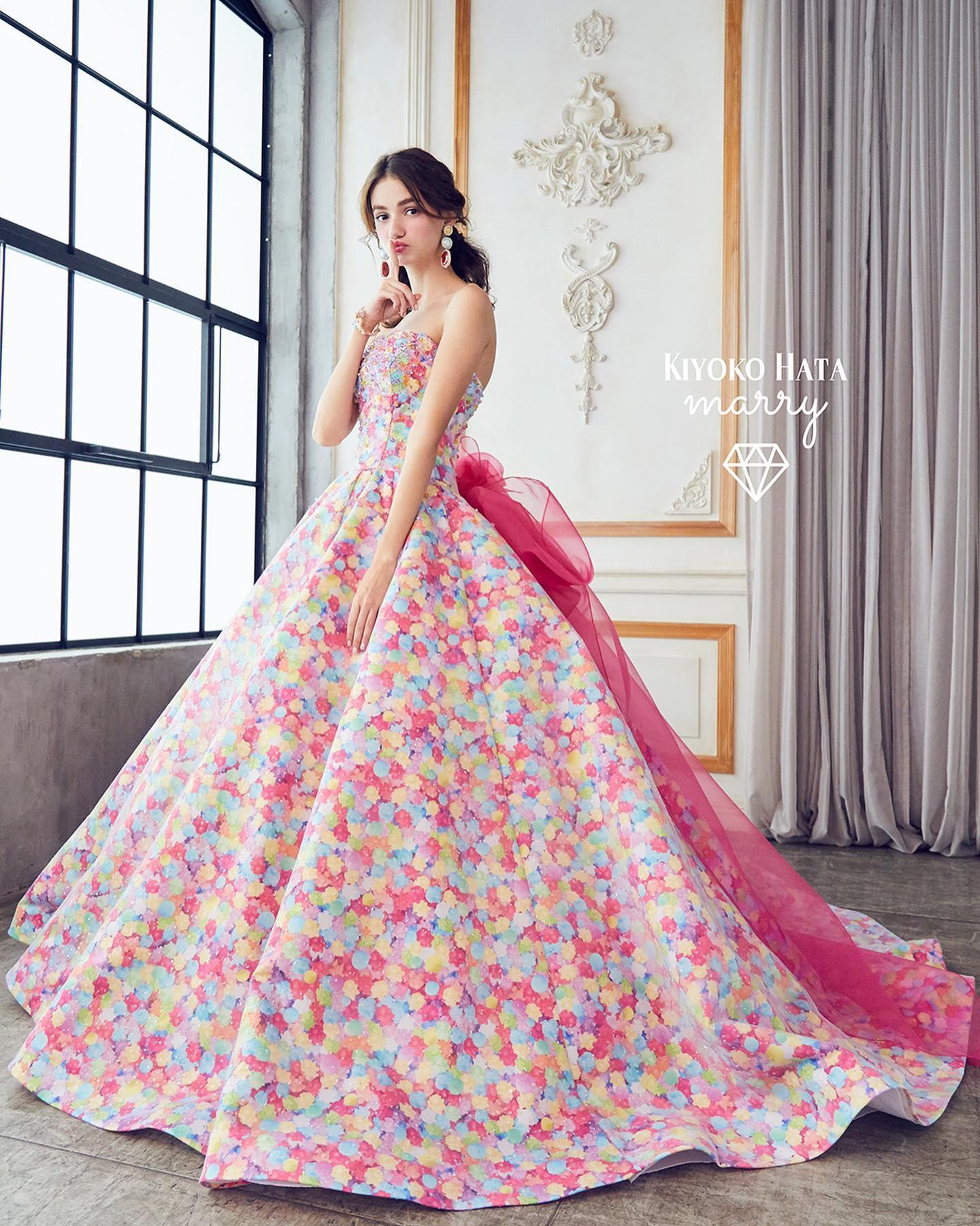 """今日は大人気の""""KIYOKO HATA × marry""""のカラードレスをご紹介🤍・キラキラ輝く宝石のようなお菓子「金平糖」と「おいり」をイメージしたドレス・幸せな結婚生活を送れますようにという意味をもつ、花嫁様にぴったりのモチーフですとっても華やかで、写真映えもバッチリですね・【KIYOKO HATA】CD0351KH-0014・#wedding #weddingdress #bridalhiro #kiyokohata #marry#ウェディングドレス #プレ花嫁 #ドレス試着 #2021冬婚 #ヘアメイク #結婚式  #ドレス選び #前撮り #後撮り #フォトウェディング #ウェディングヘア  #フォト婚 #前撮り写真 #ブライダルフォト #カップルフォト #ウェディングドレス探し #ウェディングドレス試着 #レンタルドレス #ドレスショップ #家族婚 #ブライダルヒロ #ゼクシィ #プリンセスライン #ドレス迷子 #キヨコハタ"""