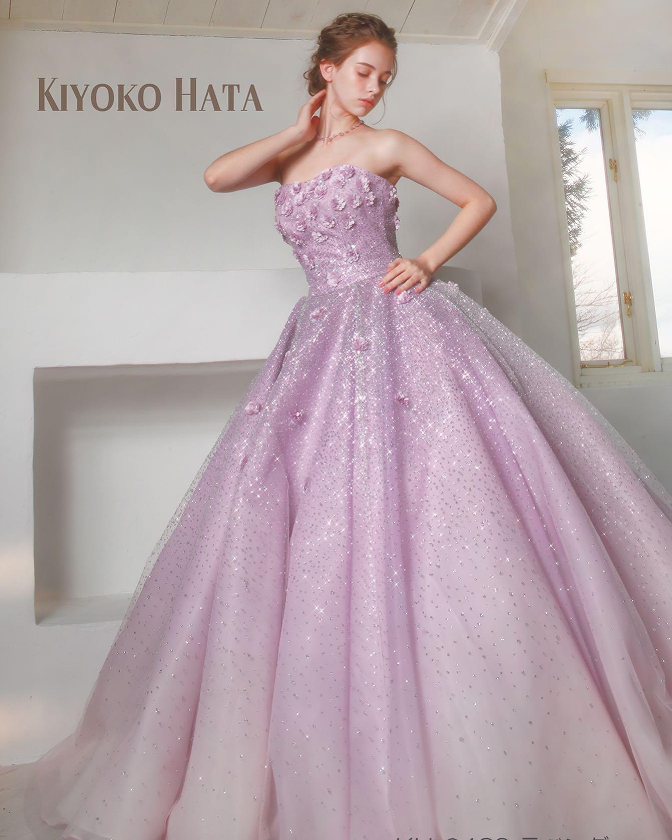 """・今日は大人気の""""KIYOKO HATAのカラードレスをご紹介・グラデーションに染め上げたサテンオーガンジーにキラキラのグリッターが施されたチュールを重ねた美しいドレス・胸元からスカートにかけて散りばめたモッコウバラのモチーフが、女性らしいブーケのような立ち姿を演出してくれます・幸せオーラいっぱいの可愛らしいドレスご試着いかがでしょうか・【KIYOKO HATA】CD0290KH-0439・#wedding #weddingdress #bridalhiro #kiyokohata #marry#ウェディングドレス #プレ花嫁 #ドレス試着 #2021冬婚 #ヘアメイク #結婚式  #ドレス選び #前撮り #後撮り #フォトウェディング #ウェディングヘア  #フォト婚 #前撮り写真 #ブライダルフォト #カップルフォト #ウェディングドレス探し #ウェディングドレス試着 #レンタルドレス #ドレスショップ #家族婚 #ブライダルヒロ #ゼクシィ #プリンセスライン #ドレス迷子"""