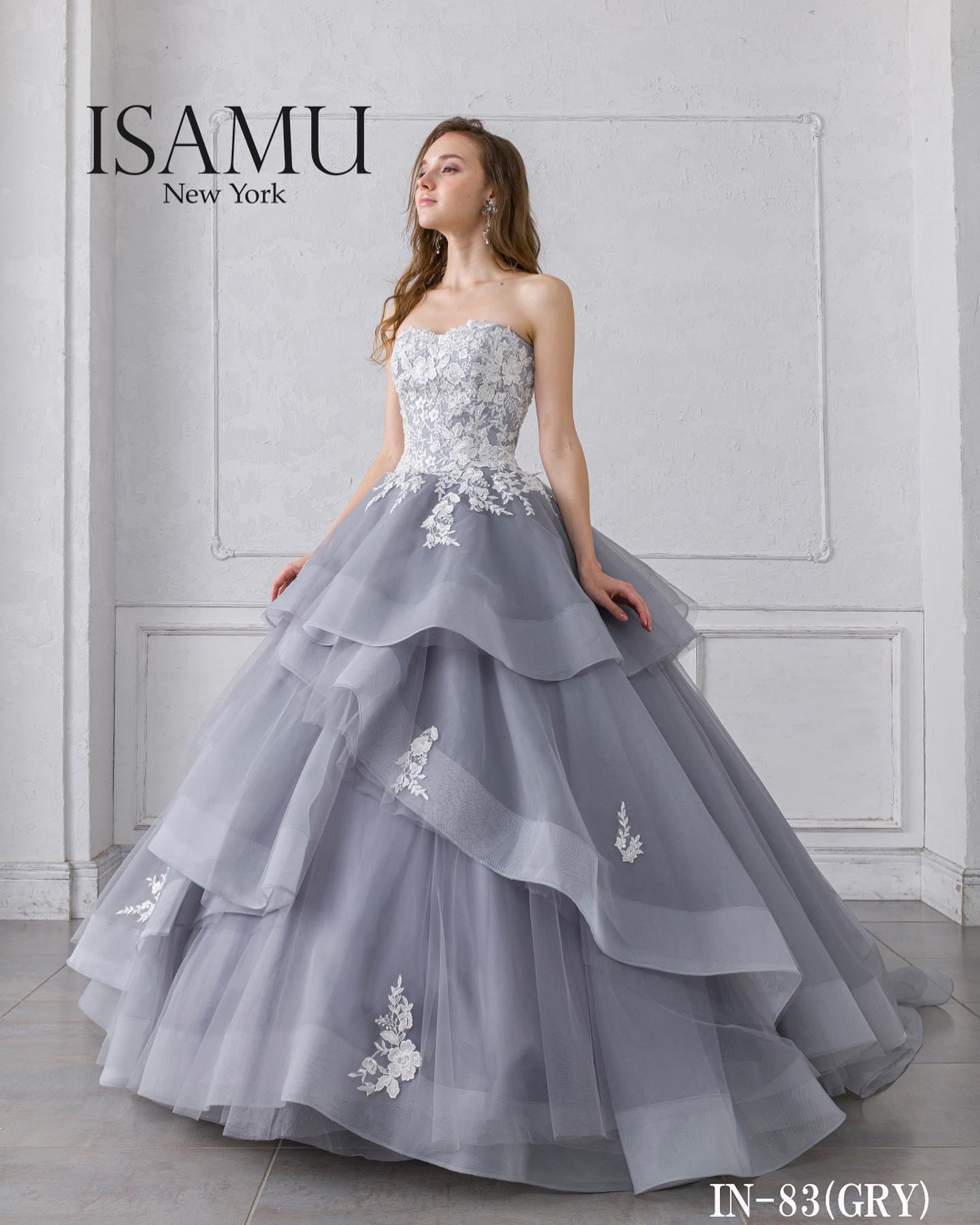 """今日は大人気の""""ISAMU MORITA(イサムモリタ)""""のカラードレスをご紹介・ボリューム感のあるラッフルスカートとアッシュカラーの柔らかな質感が、ブライダルシーンを華やかに演出してくれる一着🤍・繊細で上質なレースがシンプルなドレスに彩りを添えてくれます・ご試着いかがでしょうか・カラードレス 【ISAMU MORITA】CD0362IN-83レンタル価格:¥220,000・#wedding #weddingdress #bridalhiro #kiyokohata #isamumorita#ウェディングドレス #プレ花嫁 #ドレス試着 #2021冬婚 #ヘアメイク #結婚式  #ドレス選び #前撮り #後撮り #フォトウェディング #ウェディングヘア  #フォト婚 #前撮り写真 #ブライダルフォト #カップルフォト #ウェディングドレス探し #ウェディングドレス試着 #レンタルドレス #ドレスショップ #家族婚 #ブライダルヒロ #ゼクシィ #プリンセスライン #ドレス迷子 #イサムモリタ"""
