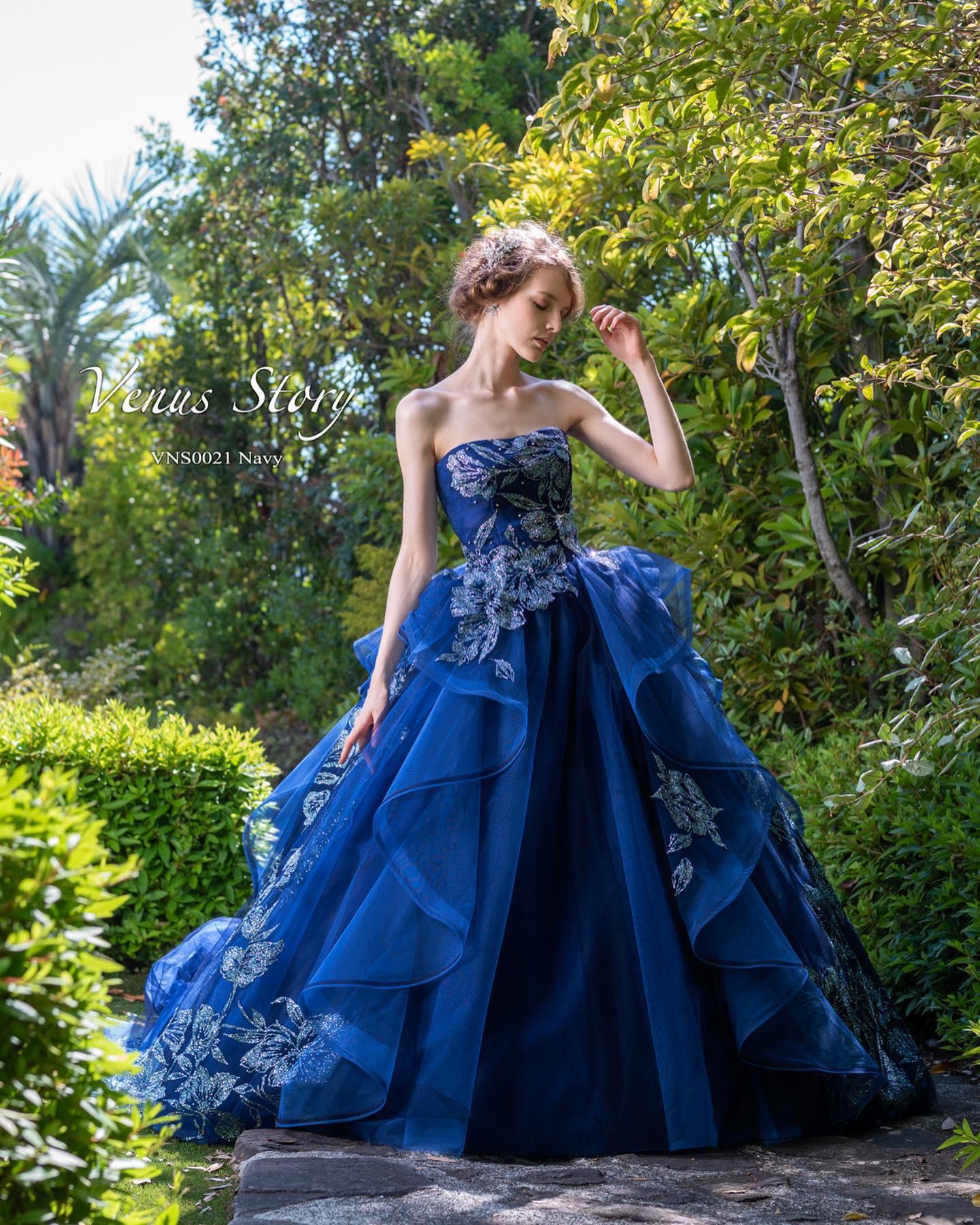 ・今日は人気のカラードレスをご紹介・大柄のグリッターをモチーフカットし、サイドスカートとトップにレイアウト・インパクトあるプリンセスラインのソワレは360度どこから見ても魅力的・ご試着いかがでしょうか・#wedding #weddingdress #bridalhiro #kiyokohata #ウェディングドレス #プレ花嫁 #ドレス試着 #2021夏婚 #2021冬婚 #ヘアメイク #結婚式  #ドレス選び #前撮り #後撮り #フォトウェディング #ウェディングヘア  #フォト婚 #前撮り写真 #ブライダルフォト #カップルフォト #ウェディングドレス探し #ウェディングドレス試着 #レンタルドレス #ドレスショップ #家族婚 #ブライダルヒロ #ゼクシィ #プリンセスライン #ドレス迷子