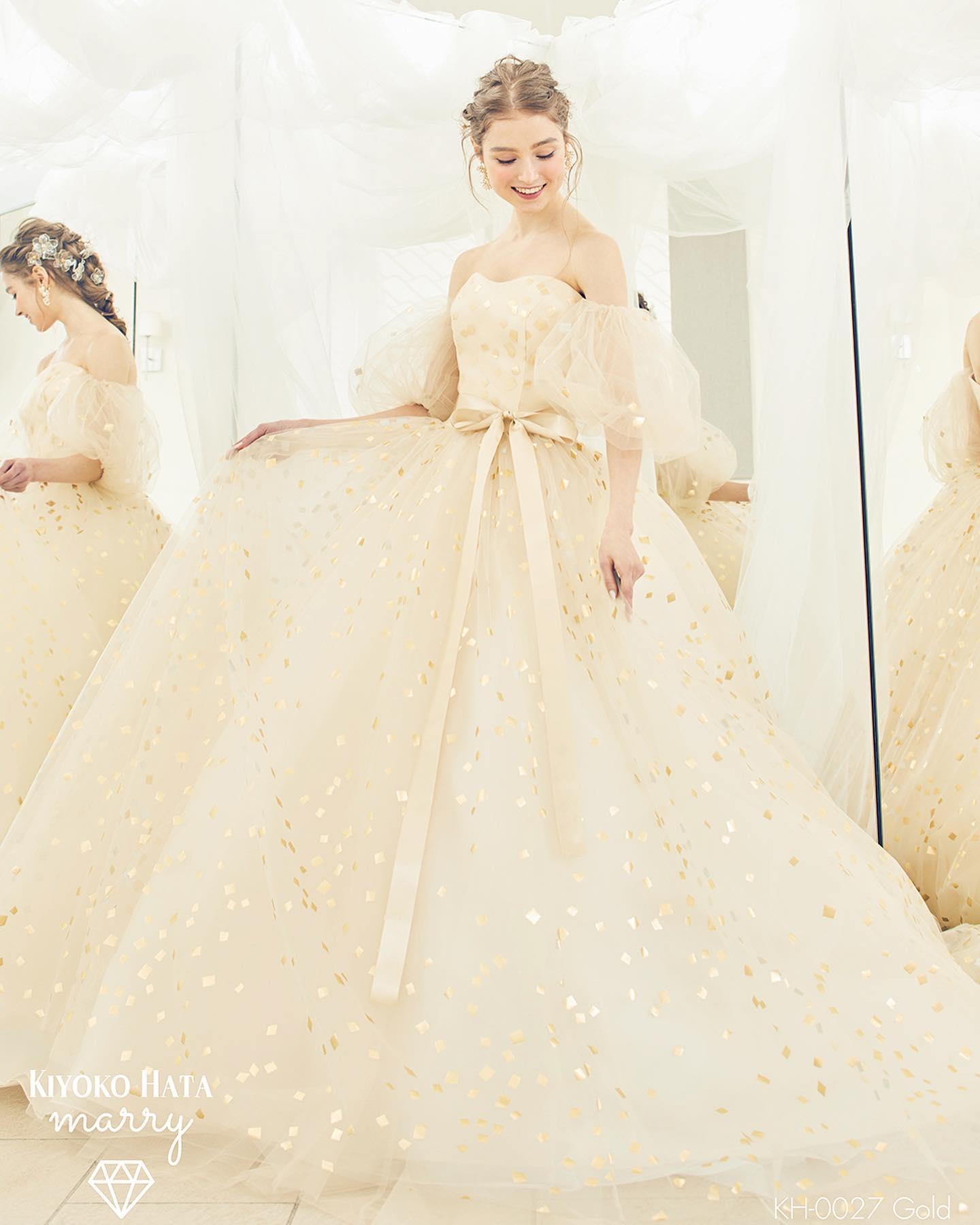 ・🕊新作ドレス入荷🕊・今日は大人気のKIYOKO HATA の新作カラードレスをご紹介・祝福のコンフェッティが舞う瞬間を表現したドレス・最近流行りの白から白のお色直し用ウェディングドレスにもぴったりなシャンパンゴールド・シルバーのコンフェッティは光に反射してゴールドにも見えます🤍・ぜひお問い合わせ下さい・ 【KIYOKO HATA】CD0376KH-0027 ゴールド【コンフェッティドレス】・#wedding #weddingdress #bridalhiro #kiyokohata #ウェディングドレス #プレ花嫁 #ドレス試着 #2021冬婚 #ヘアメイク #結婚式  #ドレス選び #前撮り #後撮り #フォトウェディング #ウェディングヘア  #フォト婚 #前撮り写真 #ブライダルフォト #カップルフォト #ウェディングドレス探し #ウェディングドレス試着 #レンタルドレス #ドレスショップ #家族婚 #ブライダルヒロ #ゼクシィ #プリンセスライン #ドレス迷子 #キヨコハタ #キヨコハタドレス