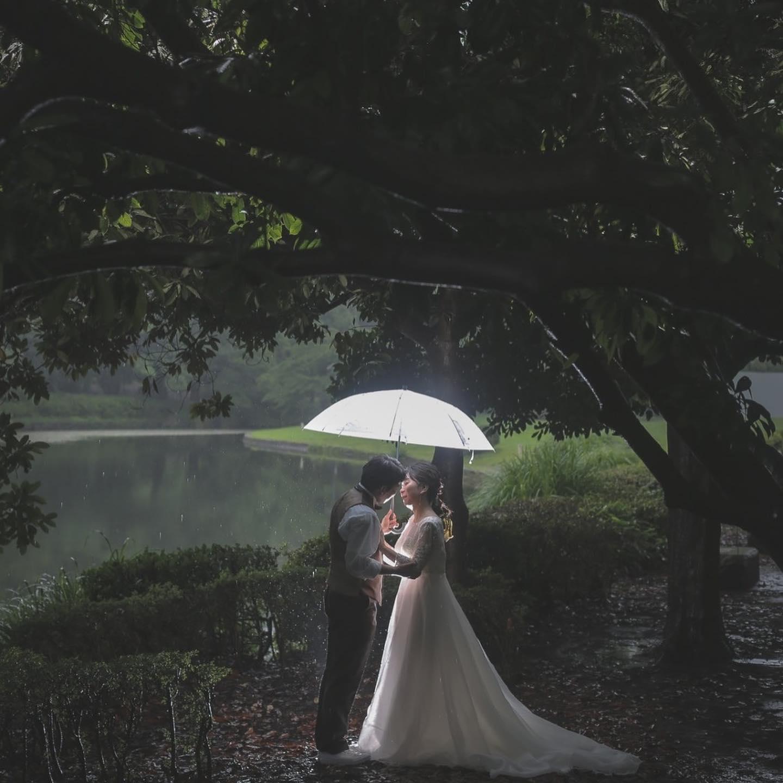 ・🕊ブライダルHIRO先輩花嫁さま🕊・優しさに包まれたようなドレスを可愛らしく、そして・・・美しく着こなしてくださいました・ナチュラルな雰囲気いっぱいのブーケもとてもお似合いです・美しい緑に包まれた幸せいっぱいのお二人・プレ花嫁様がこんなお写真を残したい♡と感じるようね素敵なショットがいっぱいですね・素敵なお写真ありがとうございました❣️・#wedding #weddingdress #bridalhiro #kiyokohata #ウェディングドレス #プレ花嫁 #ドレス試着  #2021冬婚 #ヘアメイク #結婚式  #ドレス選び #前撮り #後撮り #フォトウェディング #ウェディングヘア  #フォト婚 #前撮り写真 #ブライダルフォト #カップルフォト #ウェディングドレス探し #ウェディングドレス試着 #レンタルドレス #ドレスショップ #家族婚 #ブライダルヒロ #ゼクシィ #プリンセスライン #ドレス迷子 #先輩花嫁