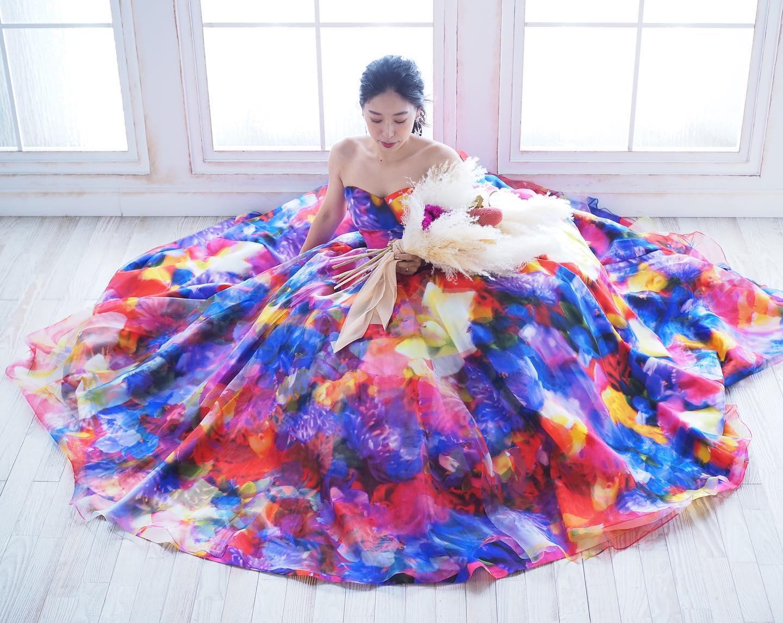 """・🕊ブライダルHIRO先輩花嫁さま🕊・お選びになったのは・・・""""mika ninagawa""""のカラードレス・華やかなドレスがとてもお似合いです・素敵なお写真ありがとうございました❣️・#wedding #weddingdress #bridalhiro #mikaninagawa#ウェディングドレス #プレ花嫁 #ドレス試着  #2021冬婚 #ヘアメイク #結婚式  #ドレス選び #前撮り #後撮り #フォトウェディング #ウェディングヘア  #フォト婚 #前撮り写真 #ブライダルフォト #カップルフォト #ウェディングドレス探し #ウェディングドレス試着 #レンタルドレス #ドレスショップ #家族婚 #ブライダルヒロ #ゼクシィ #プリンセスライン #ドレス迷子 #先輩花嫁 #蜷川実花ドレス"""